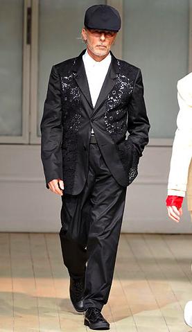yohji-yamamoto-spring-2009-model