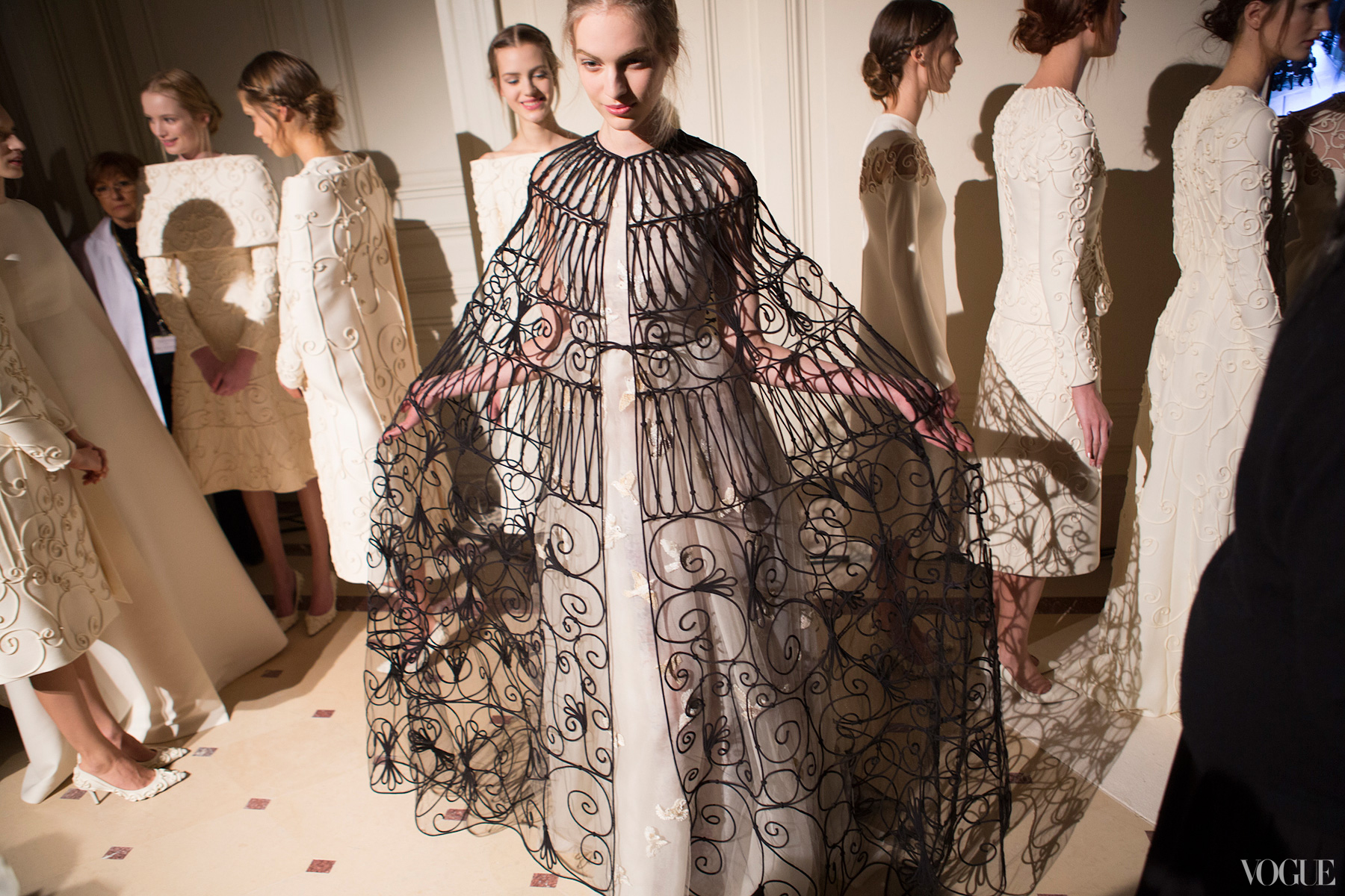 couture-spring-2013-round-up-valentino-10_114824343104