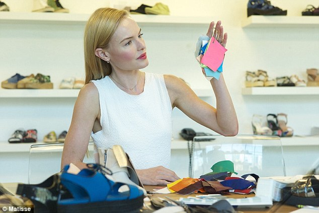 23BD0DBA00000578-2860826-I_ll_have_what_she_s_having_Actress_Kate_Bosworth_looks_at_color-a-1_1417712714713